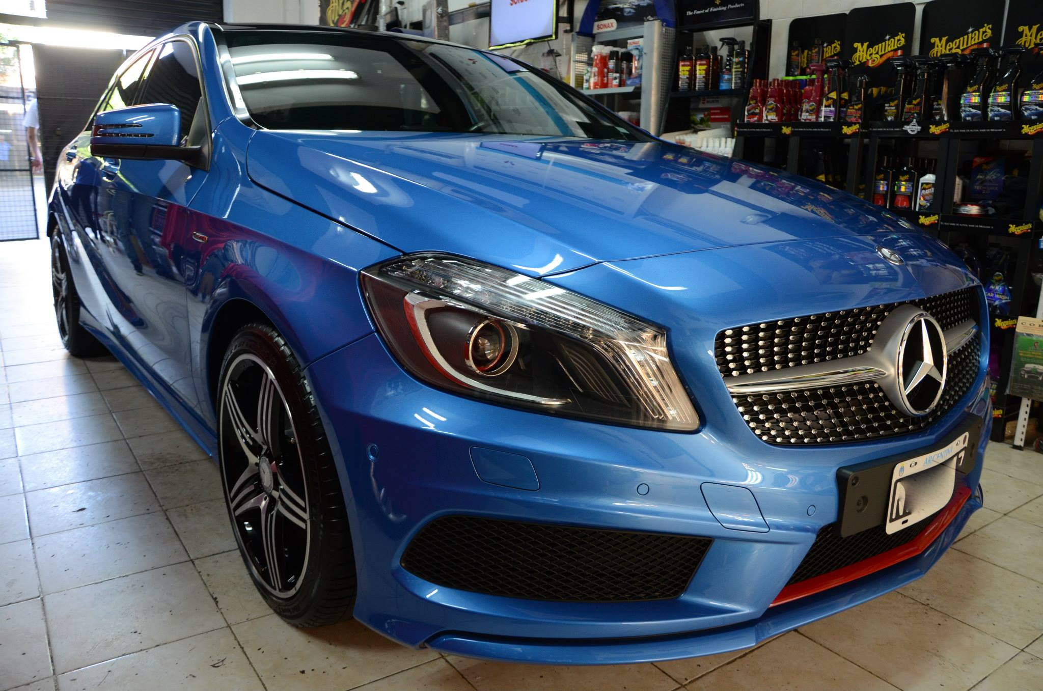 Mercedes benz a250 shinycars san isidro for Mercedes benz fayetteville ar